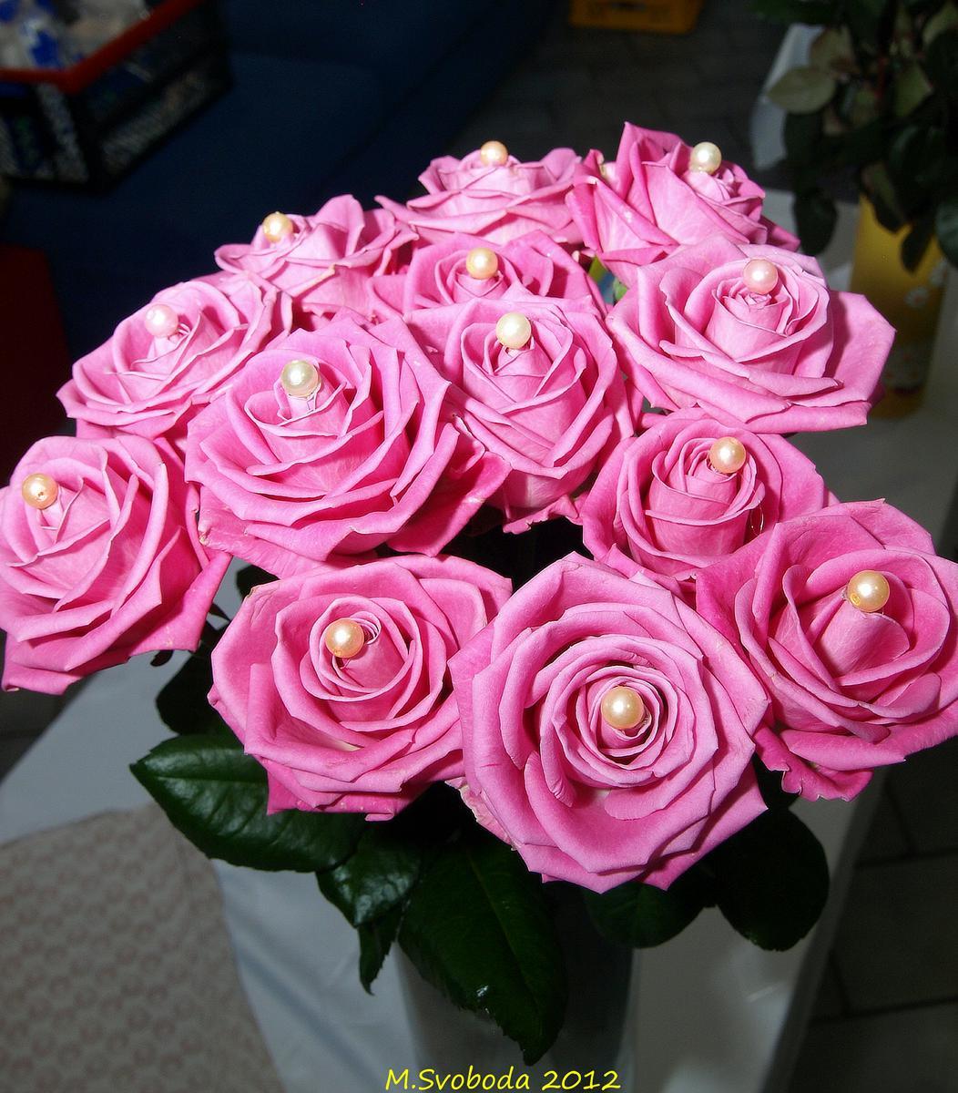 Své partnerky potěšíme kytičkou...